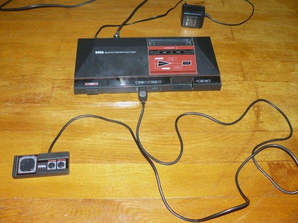 Objet 1 - Console SEGA Master System Modèle 1