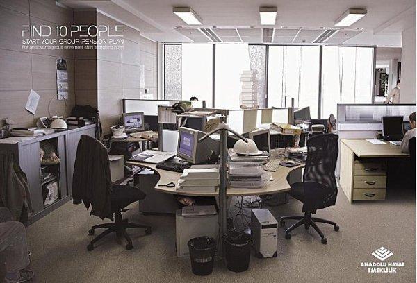 Trouvez les 10 personnes cachées dans ce bureau (image)
