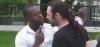 Un homme agresse un évangéliste homophobe dans la rue