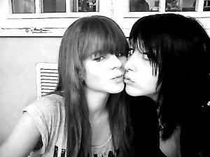 Laura : ). ♥