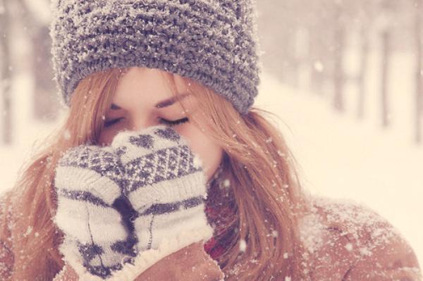 En hiver, on dit souvent : «Fermez la porte, il fait froid dehors !» Mais quand la porte est fermée... il fait toujours aussi froid dehors !