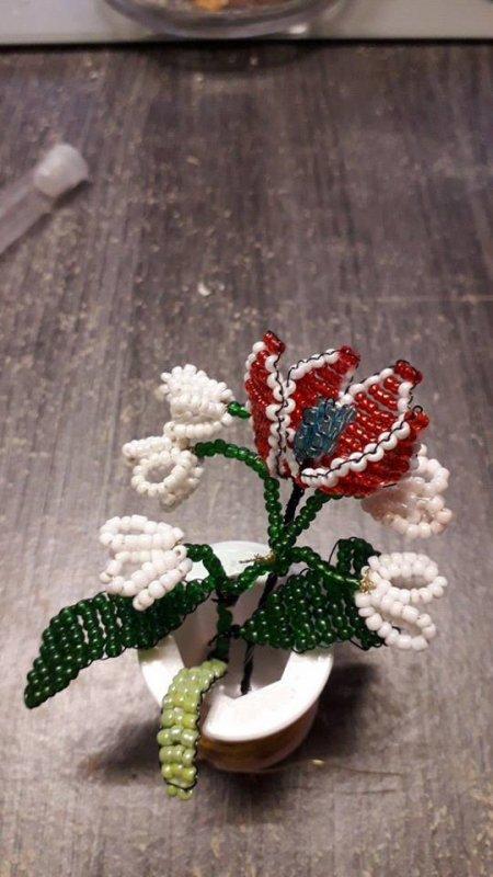 Mon muguet à moi il va jamais fané il va me durer toute la vie j'ai mis une petite rose avec