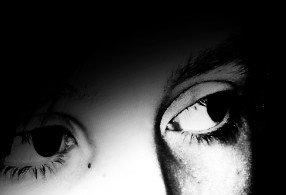 C'est parfois dans un regard ou dans un sourire que sont cachés les mots qu'on n'a jamais su dire . . .