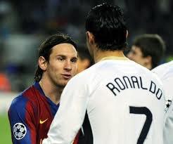 Peut-être que Ronaldo est le meilleur joueur du monde... mais seulement si vous dites que Messi vient d'une autre planète!!