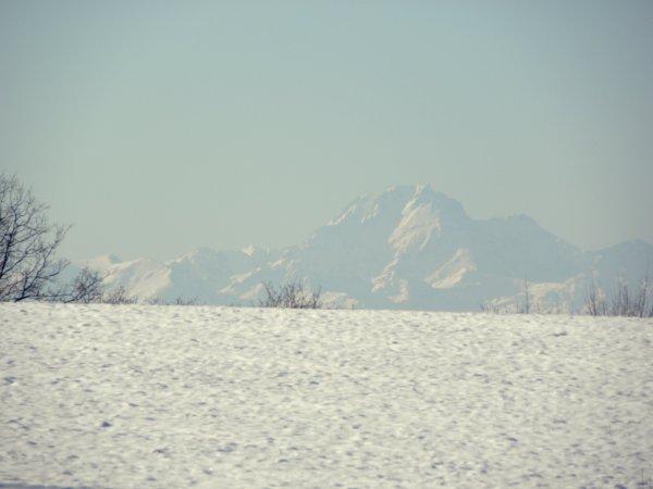 La neige possède ce secret de rendre au coeur en un souffle la joie naïve que les années lui ont impitoyablement arrachée.