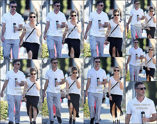 ' '07/01/15 : Freddie et sa fiancé Sarah Michelle Gellar ont été vus en promenade à proximité de Beverly Hills.  '