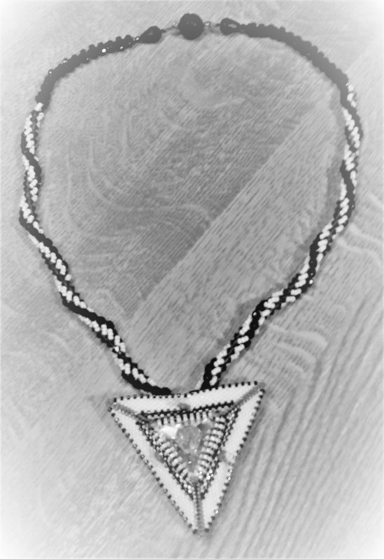 collier triangulaire de mamoun
