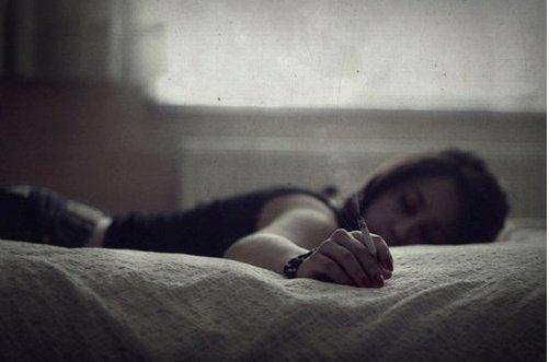 Les mauvais souvenirs vous poursuivent sans que l'on ait besoin de les emporter avec soi.