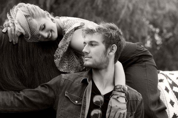 Alexander Pettyfer (21 ans) et Dianna Agron (25 ans) - en couple lors du shooting,se séparent en février 2011 - acteurs (Numéro Quatre).
