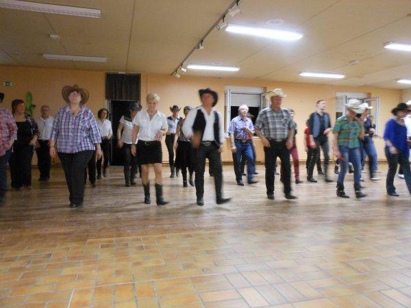 BAL chez nos  AMIS de NANCAY COUNTRY DANCERS