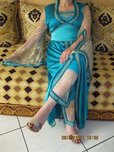 Jabador 3 pièces bleu et or avec bustier Btissame, taille 38 à 42 , prix 120 ¤