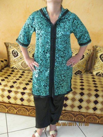 Jabador turquoise et noir Btissame, taille 38 à 42 , prix 70 ¤