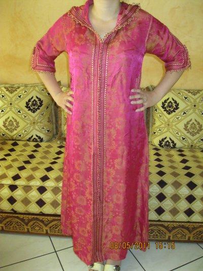 Djellaba rose et or en satin manche courte, taille 38 à 42 , prix 50 ¤