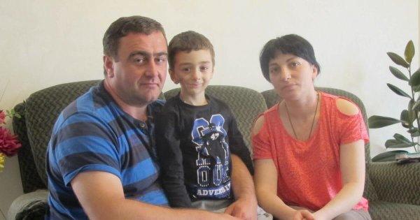 Nika et ses parents toujours dans une situation précaire