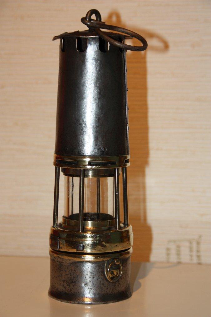Restauration de deux lampes de mineur.