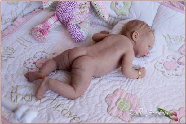 Bébé en silicone ........