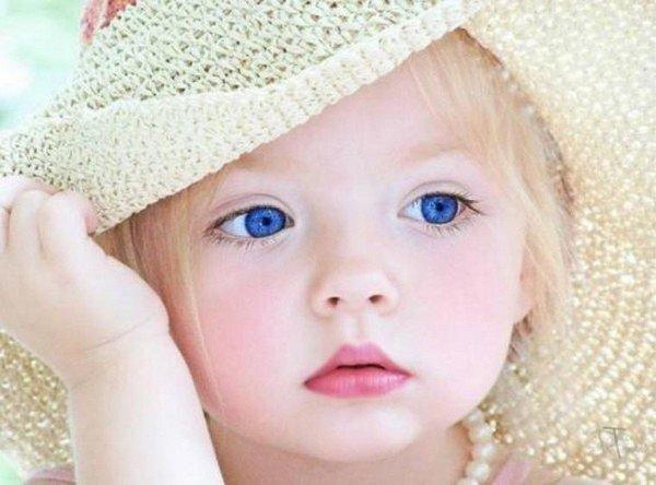 beaux yeux bleus le monde de baby blue. Black Bedroom Furniture Sets. Home Design Ideas