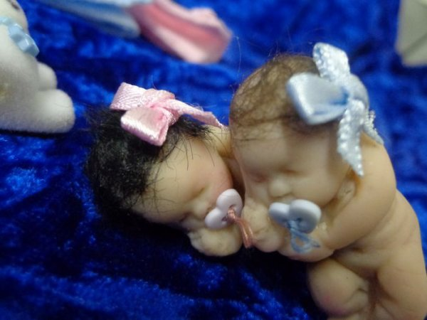 Petites Jumelles .........