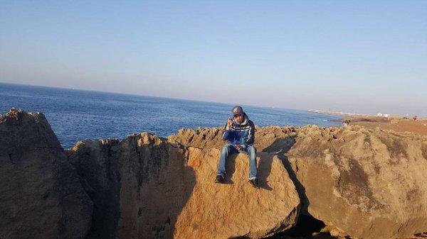 alleze sur la falaise