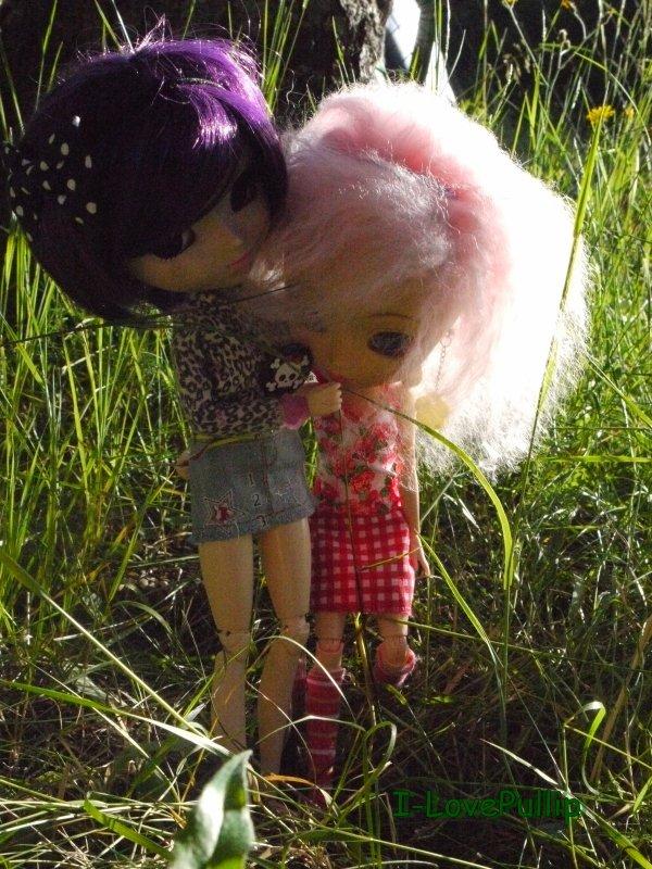 Promenade d'Angèl et Méline a la montagne :)