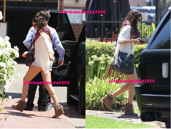 Selena gomez le 5 aout 2012 . Look hippie .