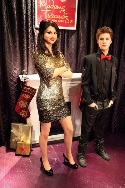 Jelena juntos en el Madame Tussauds + Hit the lights (Selena Gomez)