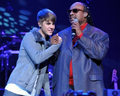 "Justin Bieber dueto con Stevie Wonder en ""Someday at christmas"""