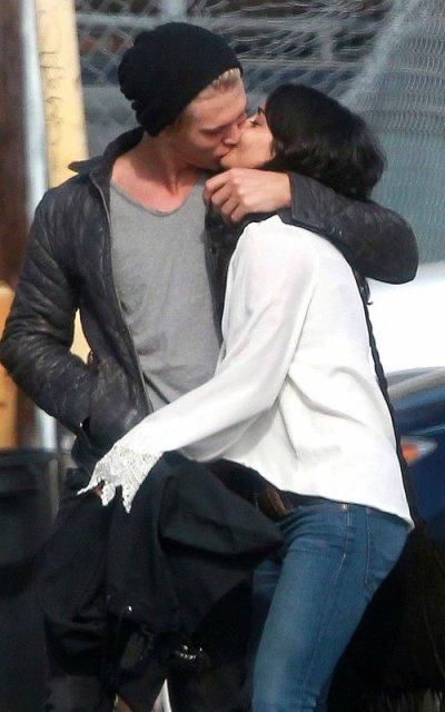 Vanessa Hudgens y Austin Butler: un beso apasionado