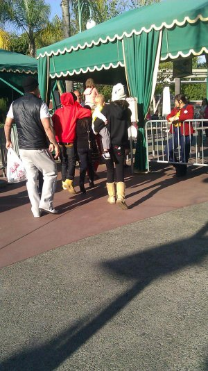 Selena y la familia Bieber en Disney + Como pasaron el San Valentin Jelena