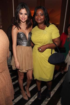 Selena Gomez en fiesta pre-Oscars + Su nuevo tatuaje