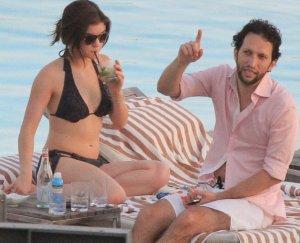 Lucy Hale y Shay Mitchell en la playa de Rio de Janeiro (Brasil)