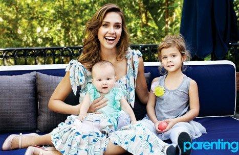 Jessica Alba y sus dos hijas