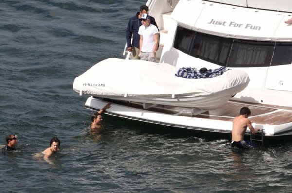 One Direction sin camisa