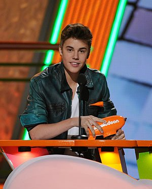 Justin Bieber se ha enfada con Niall Horan (1D) por Selena Gomez