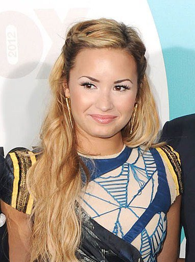 Demi Lovato rubia y juez de The X Factor