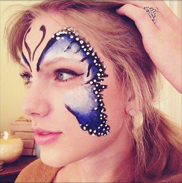 Taylor Swift se pinta la cara