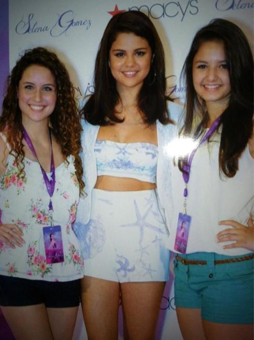 Selena Gomez en Macy's para el lanzamiento de su perfume