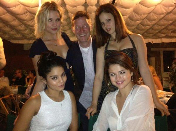 Spring Breakers: Venecia 2012 (Selena, Vanessa, Ashley, Rachel)