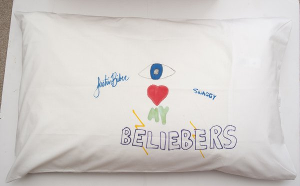 Justin Bieber no sabe escribir su apellido + fotos