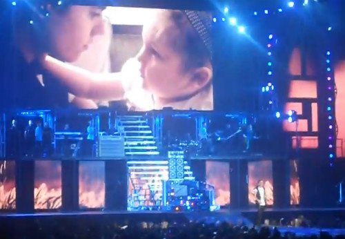 Justin vomita durante un concierto + OLLG Avalana + Apertura del primer concierto del Believe Tour