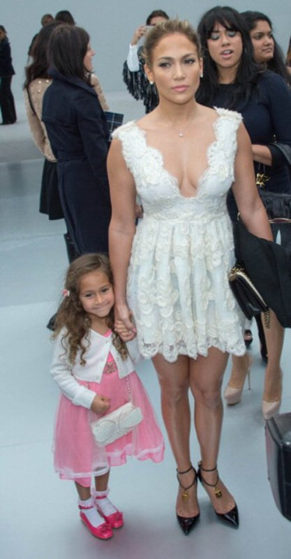Jennifer Lopez y su hija en la fashion week de Paris, Chanel