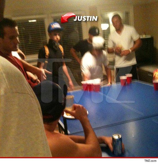 Justin Bieber bebiendo cerveza + le roban su ordenador