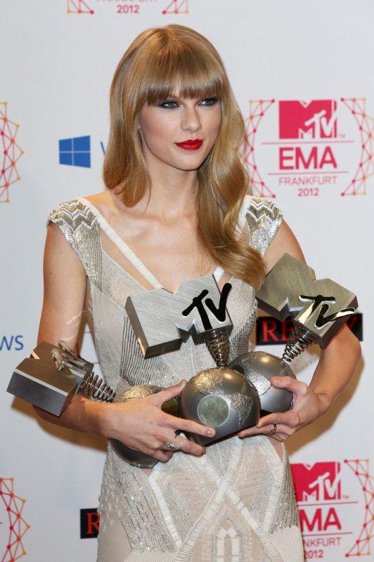 EMA 2012: Taylor Swift y Justin Bieber los ganadores de la noche.
