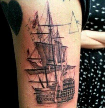 Harry Styles tiene un nuevo tatuaje