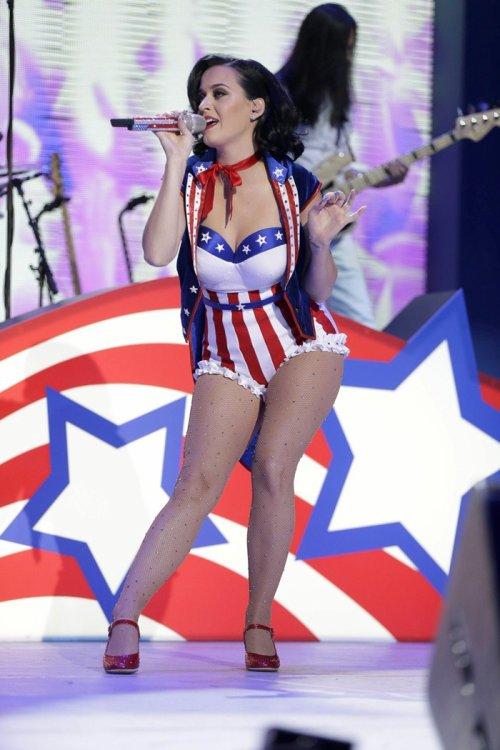 Katy Perry concierto infantil patriotico