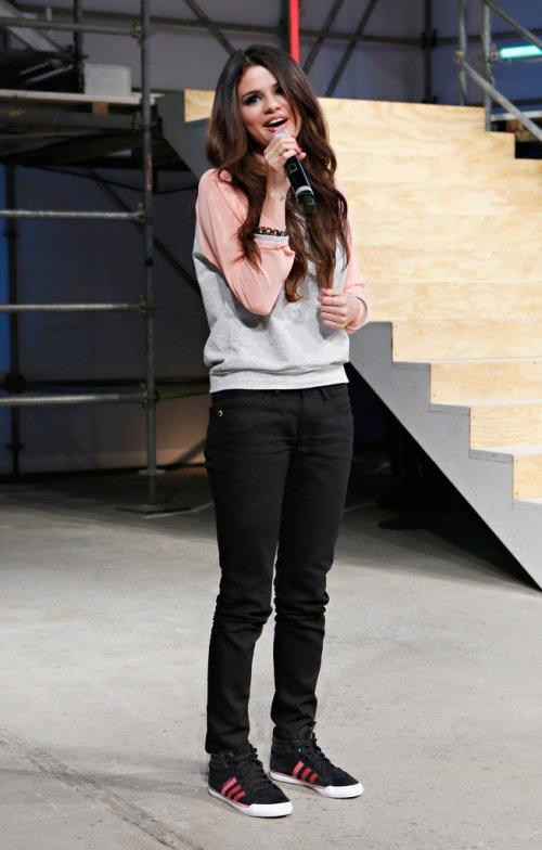 Selena Gomez en la pasarela de NEO adidas en Nueva York