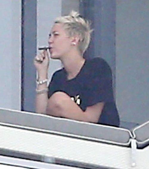¿Que fuma Miley Cyrus?