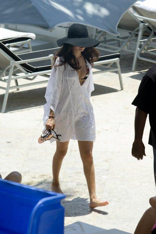 Selena Gomez en la piscina