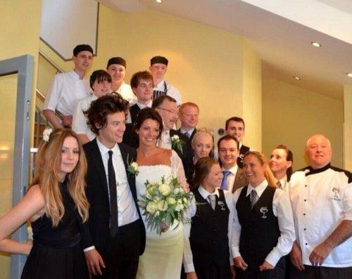 Harrys Styles en la boda de su madre