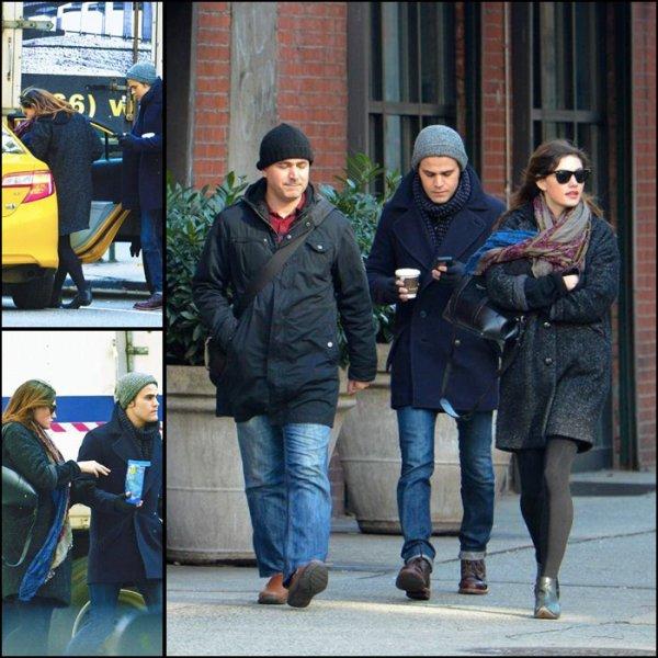 29 Novembre 2013: Phoebe et Paul Wesley se promenant dans les rues de New York.